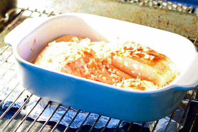 zalm uit de oven met kruidenkorst en erwtenpuree