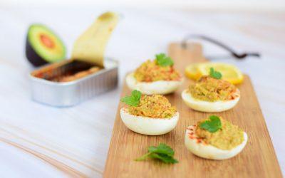 Gevulde eieren met sardines en avocado