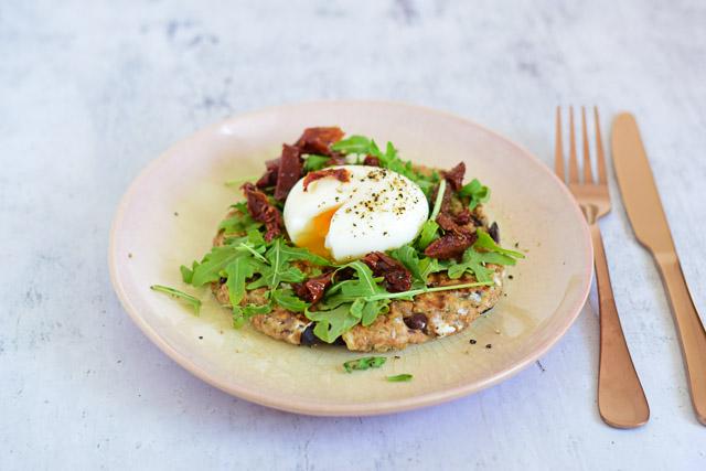 olijfbroodjes maken met geitenkaas en ei