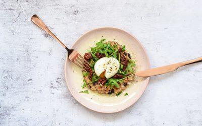 Makkelijke olijfbroodjes met geitenkaas en ei