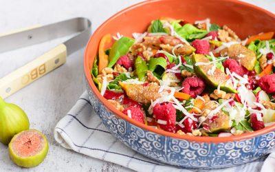 Zomerse BBQ salade met vijgen, frambozen en geitenkaas