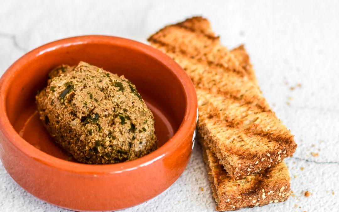 Vegan sardine paté met champignons en zeewier