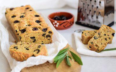 Hartige cake met olijven, kaas en tonijn