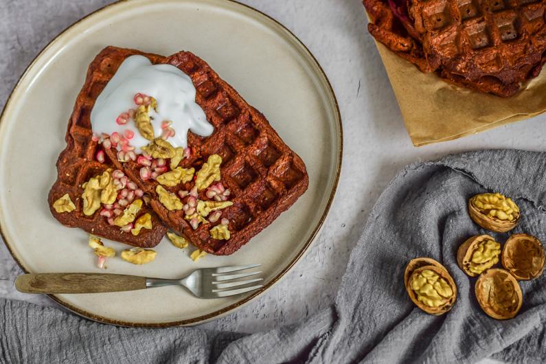 gezonde bananen wafels met bietjes en carobe